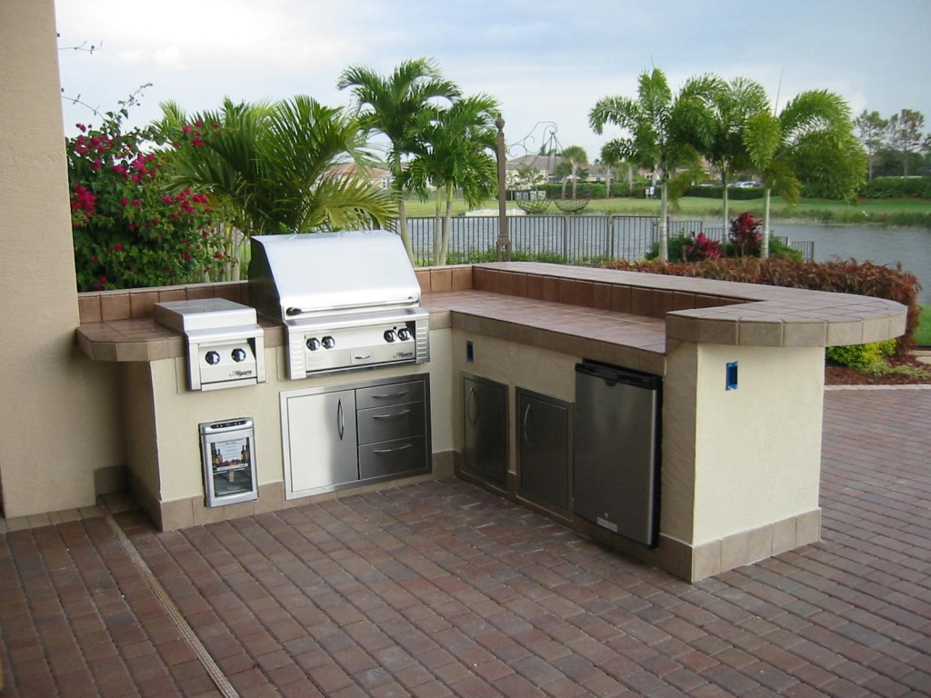 Custom outdoor kitchen in coral springs, florida