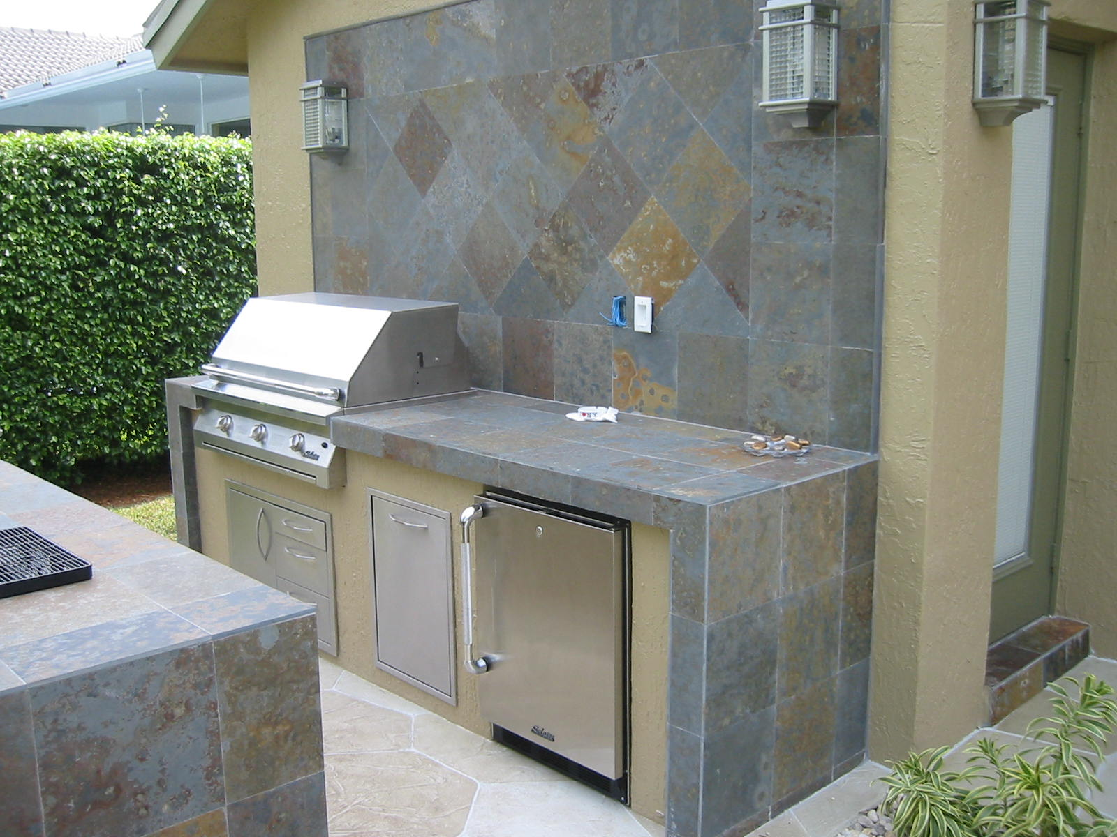 Custom outdoor kitchen with outdoor bar built in solaire infrared gas